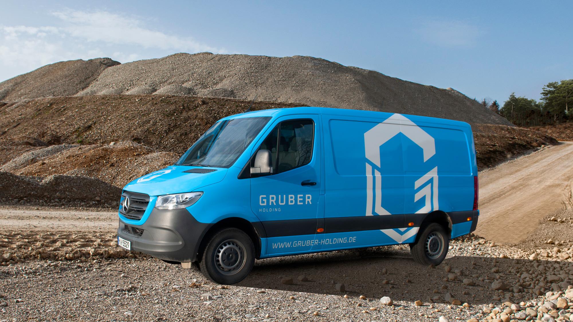 Mercedes Sprinter in einer Kiesgrube - GRUBER Holding, Sauerlach